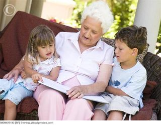 Grandmother_reading_to_grandchildren_mon027142